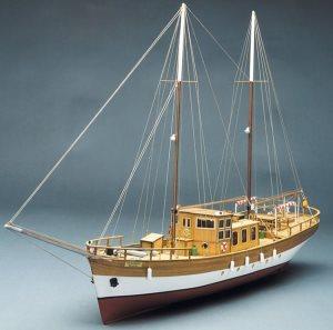 Mantua Trotamares. Sailing Motor Yacht 1:43 753 | Cornwall Model Boats